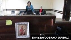 Сегодня, несмотря на возражения стороны истца, суд удовлетворил первое ходатайство Изиды Чаниа за все время судебного процесса