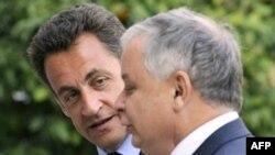Президент Польши (справа) не обещает французскому коллеге легкого председательства в ЕС