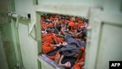 Предполагаемые боевики ИГ в тюрьме на севере Сирии. Иллюстративное фото.