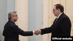 Իվան Վոլինկինը իր հավատարմագրերն է հանձնում նախագահ Սերժ Սարգսյանին: 25-ը մայիսի, 2013թ.