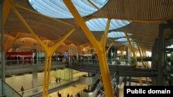 Самый интересный из последних проектов Ричарда Роджерса — мадридский международный аэропорт «Барахас»; 2005 год