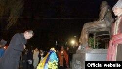 Президент взяв участь у заходах пам'яті розстріляних у сталінських таборах українців. 2 листопада 2007 року