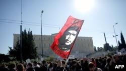 Акция протеста у здания парламента Греции. Афины, 19 октября 2012 года.