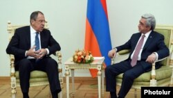 Armenia - President Serzh Sarkisian (R) meets with Russian Foreign Minister Sergey Lavrov, Yerevan, 22Apr2016.