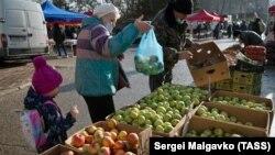 На рынке, архивное фото