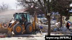 Демонтаж об'єктів на ринку, розташованому на вулиці Козлова в Сімферополі, 11 квітня 2017 року