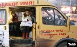 Маршрутные такси, главный конкурент трамваев и троллейбусов, более опасны и экологически вредны