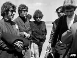 Bob Dylan1966-cı ildə Fransaya gələrkən.