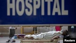 Atingând cote critice, spitalele din India nu mai reușesc să țină pasul cu pacienții de la terapie intensivă.