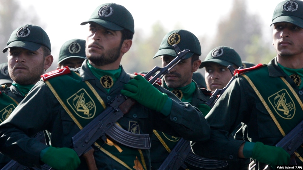 اعضای سپاه در رژه نیروهای مسلح در شهریور ۸۷