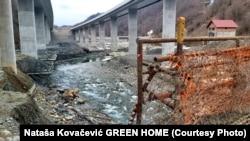 Predlog predviđa vraćanje korita rijeke Tare u njegovo prvobitno stanje u dužini od 500 metara koje će se raditi u naredna četiri mjeseca. (Foto: Koroito rijeke Tare kod Mateševa 22. april 2021.)