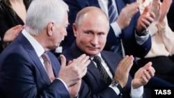 """Владимир Путин и Борис Грызлов на съезде партии """"Единая Россия"""""""