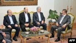 دیدار خالد مشعل و محمد مرسی در قاهره