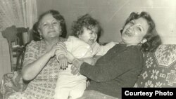 Leyla Yunus (right) with her mother and baby Dinara