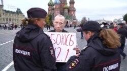 Активист в маске Путина вновь задержан на Красной площади