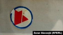 """Znak """"Marksovog univerziteta"""" koji su studenti nosili na reveru tokom demonstracija u Beogradu 1968. godine"""