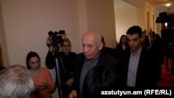 Мгер Седракян в парламенте (архив)