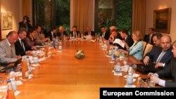 Тристоронні консультації у Брюсселі, 9 червня