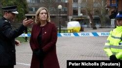 Sekretarja britanike, Amber Rudd gjatë vizitës së saj në Salisbury, foto nga arkivi