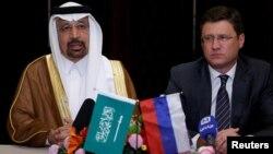 Сауд Арабиясы мен Ресейдің энергетика министрлері Халид әл-Фалих пен Александр Новак брифингте. Пекин, 15 мамыр 2017 жыл.