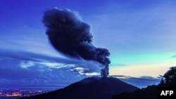 Ерупција на вулкан, илустрација