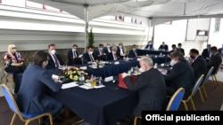Архивска фотографија: Лидерска средба кај претседателот Стево Пендаровски