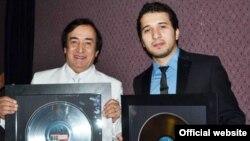 """Дар акс: Ҷӯрабеки Мурод ҳамроҳи писараш Ҷонибек дар ҷашнвораи """"Big Apple Awards 2011"""" дар Иёлоти Муттаҳидаи Амрико"""