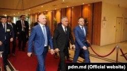 Pavel Filip, Vlad Plahotniuc și Andrian Candu, la Bruxelles, 20 iunie