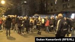 Okupljeni građani su na kratko blokirali saobraćaj u Ulici Žorža Klemensoa