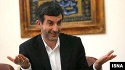 اسفندیار رحیم مشایی ۲۱ اردیبهشتماه به همراه محمود احمدینژاد به وزارت کشور رفت و برای انتخابات ریاست جمهوری ثبتنام کرد.