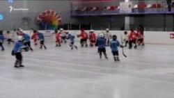 У Ялті проводять хокейний турнір, присвячений перемозі радянських солдатів у Другій світовій війні (відео)