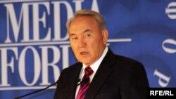 Президент Казахстана Нурсултан Назарбаев на Евразийском медиа-форуме в 2010 году. Иллюстративное фото.