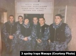 Ігар Макар разам з саслужыўцамі