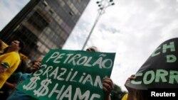 Плакат на одном из протестов в Сан-Паулу против коррупции.