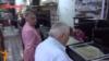 Ոսկու շուկայի սեփականատեր Վաղարշ Աբրահամյանը շրջում է առևտրականների սեղանները, 25-ը սեպտեմբերի, 2014թ․