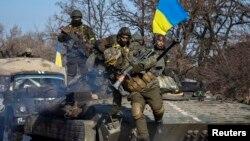 Українські солдати у зоні АТО. Лютий 2015 року. Ілюстраційне фото