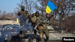 Українські бійці поблизу Дебальцева, 12 лютого 2015 року