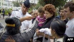 Цыгане во Франции стали объектом повышенного внимания полиции после выступления президента Саркози