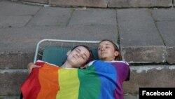 Două activiste LGBT