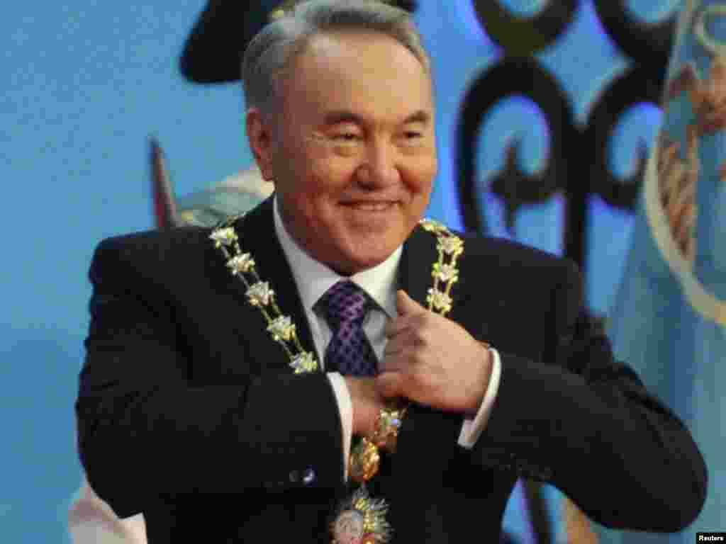 Нурсултан Назарбаев после принесения присяги. Астана, 8 апреля 2011 года.