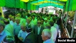 Люди, собравшиеся проводить в последний путь народного поэта Эркина Вахидова. Ташкент, 31 мая 2016 года.