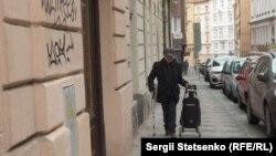 Славко Шевчик має уражені ноги. Через це йому дуже важко ходити