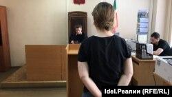 Дарья Кулакова в здании суда