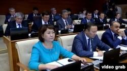 Парламент мәжілісінің депутаттары. Астана, 7 қыркүйек 2016 жыл (Көрнекі сурет).
