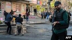 از سه ماه پیش که در ترکیه وضعیت اضطراری اعلام شده، بیش از ۳۵ هزار نفر در بخشهای مختلف این کشور دستگیر شدهاند.