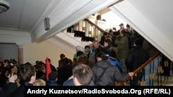 В Луганске пророссийские активисты захватили здание мэрии, 9 марта 2014