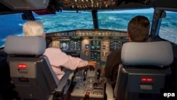 В кабине пилотов самолета A320.