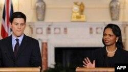 کاندوليزا رايس، وزير امور خارجه آمريکا، و ديويد ميليبند، وزير امور خارجه بريتانيا. (عکس از AFP )
