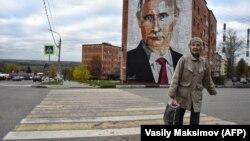 """В 2020 году министр финансов России Антон Силуанов и глава Банка России Эльвира Набиуллина заявили свое категорическое """"нет"""" раздаче """"коронавирусных"""" денег. И не из-за того, что денег не было. Их главным аргументом были высокие инфляционные риски"""