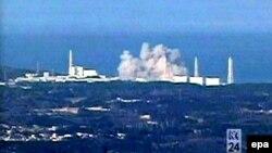 2011-nji ýylda bolan ýertitremeden soň, Fukuşima atom elektrik stansiýasynda partlamanyň bolandygyny görkezýän surat.